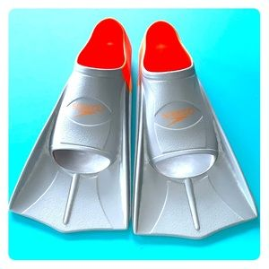 Speedo kids short blade swim fins. Size 3-4